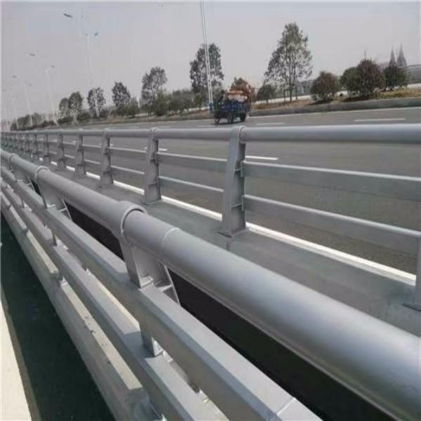 道路护栏根据不同的场合选择大气或者优雅的