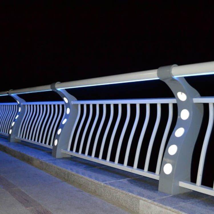 桥梁防撞栏杆表面防腐处理